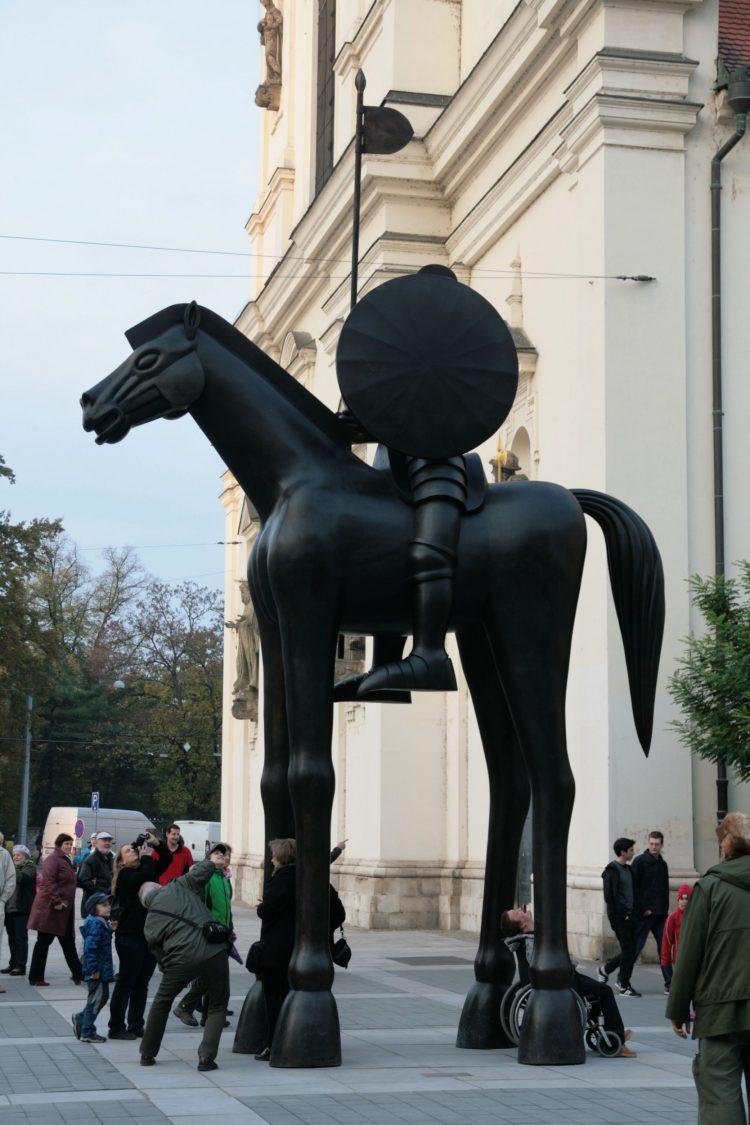 Brno,_Moravské_náměstí_-_jezdecká_socha_Jošta_(8231)