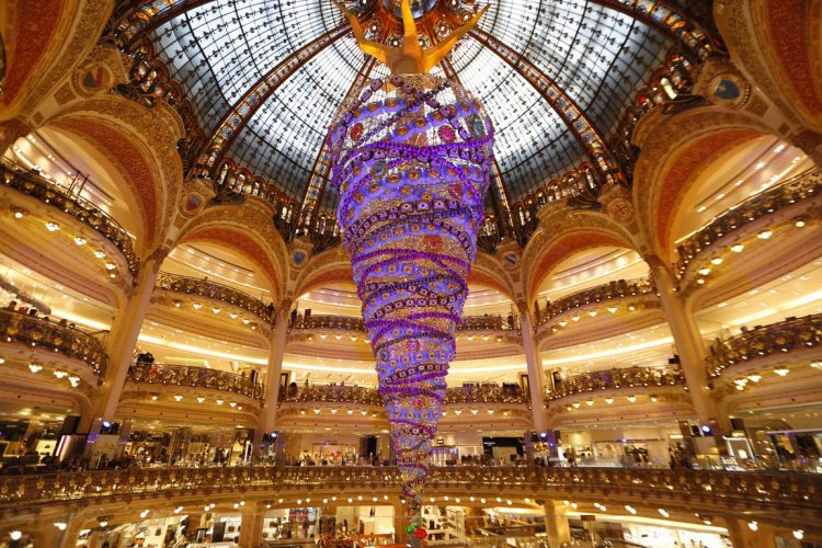 paris-galleries-christmas-tree