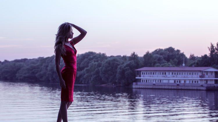 girl-in-red-dress-1388569_1920