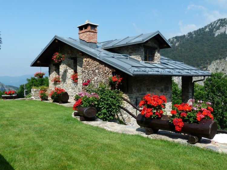 holiday-house-177401_1920