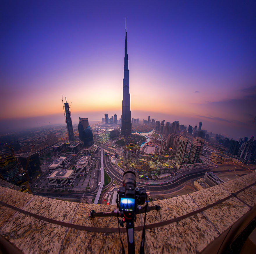 night-time-dubai-looks-like-it-came-straight-from-a-sci-fi-movie-8__880