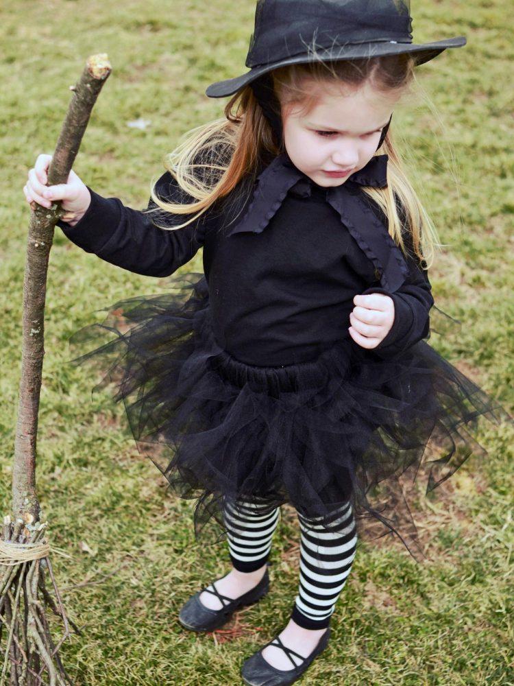 original_Marian-Parsons-Halloween-witch-costume-beauty1_3x4.jpg.rend.hgtvcom.1280.1707