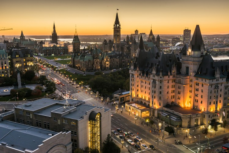 panoramic-view-of-downtown-ottawa-with-parliament-hill_016-credit-ottawa-tourism