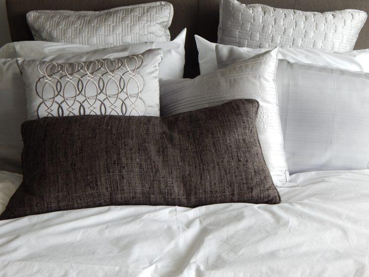 pillows-890559_1920