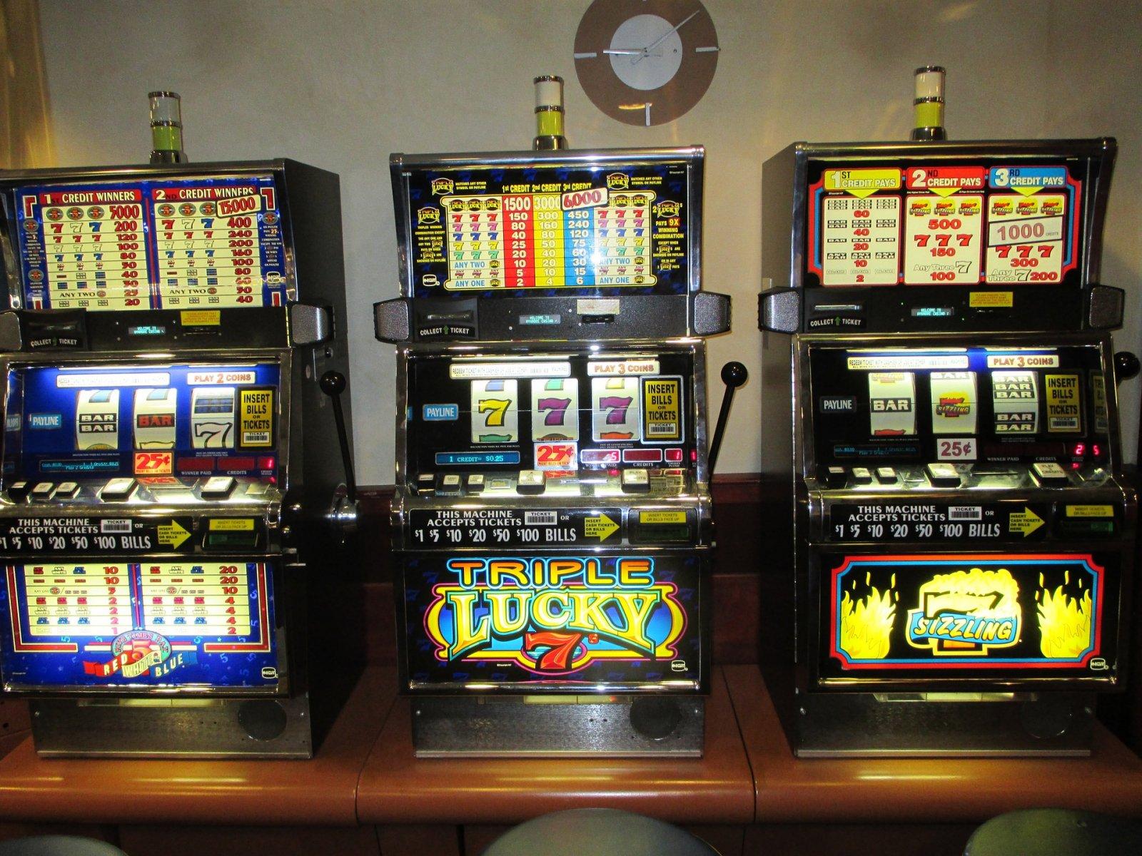 slot-machines-701707_1920